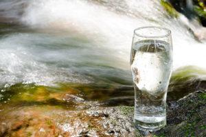 地下水を汲み上げて天然水由来という清涼飲料水が作られるまで