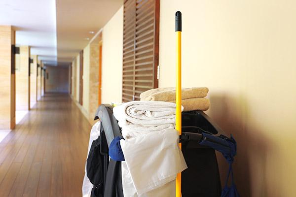 ホテルや旅館など宿泊施設の客室における具体的な臭気対策と費用やルームメイク