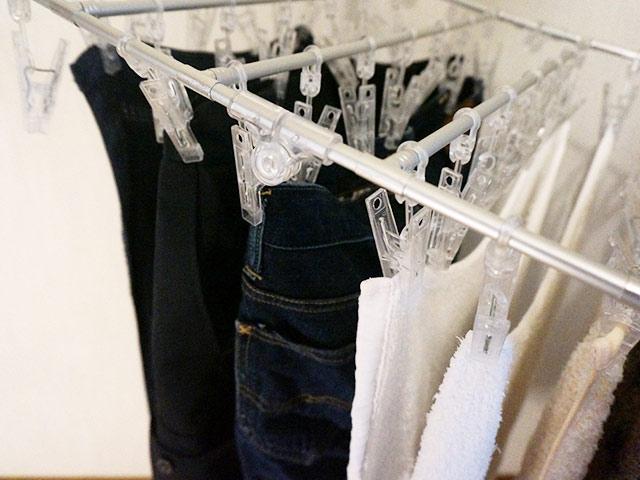 水洗い洗濯が終わった洗濯物を部屋干し