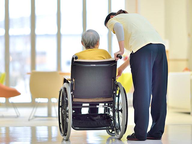 ウィズコロナで介護の仕事は激変する「どう対処すればよいのか」