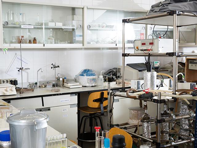 実験室の空間の殺菌を考える